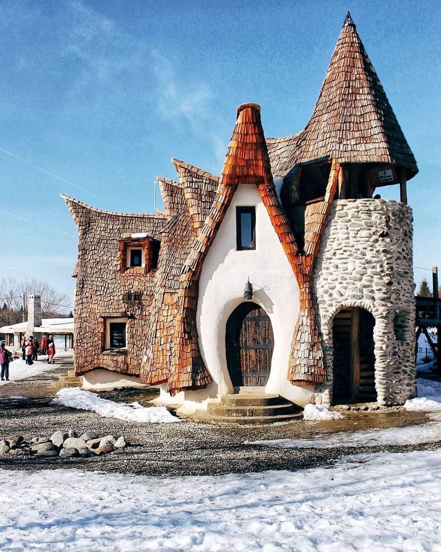 Castelul de Lut din Valea Zanelor